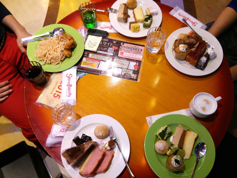 ケーキバイキングによる食事会(2)